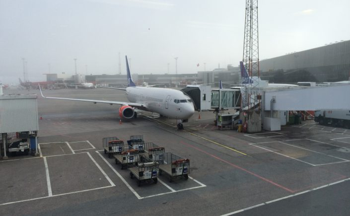 boeing 737-800 parked for boarding