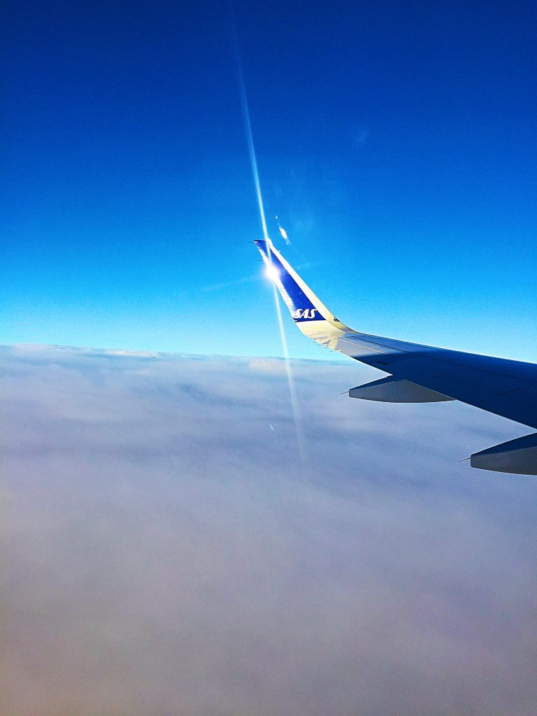 a picture of the sun reflecting on the tip of the wing