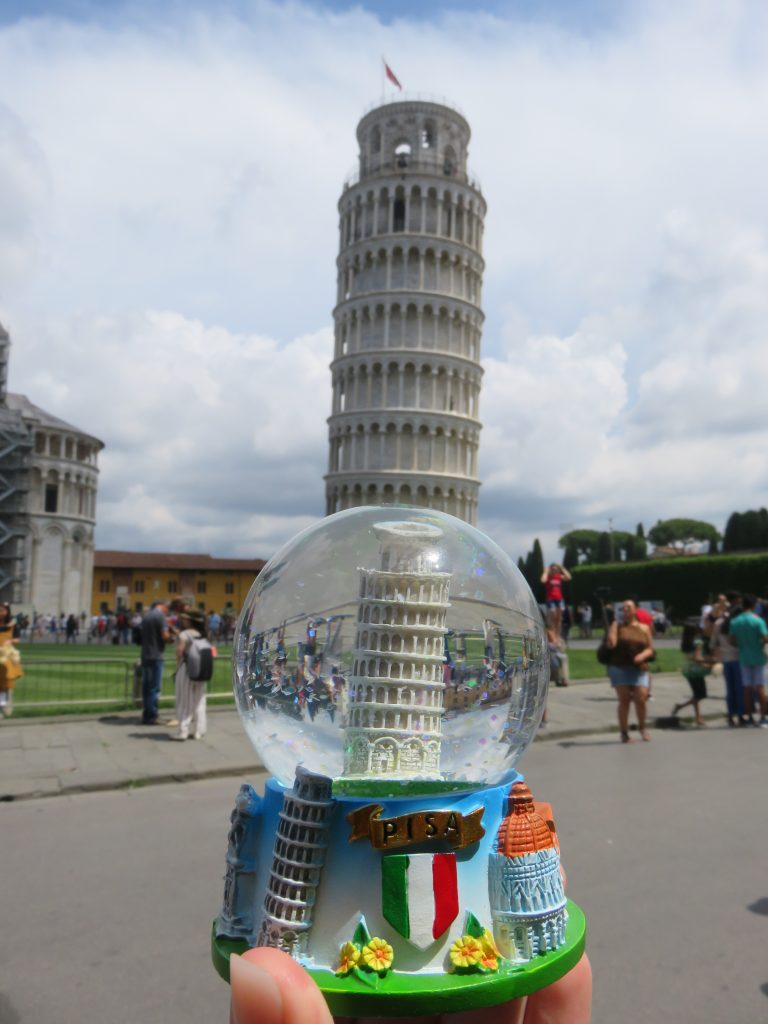 a picture of a souvenir of the leaning tower