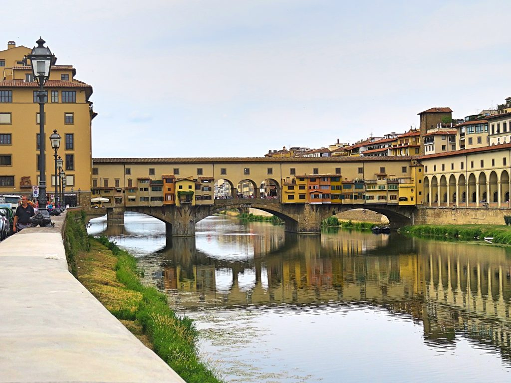 A picture of Ponte Veccio on the river