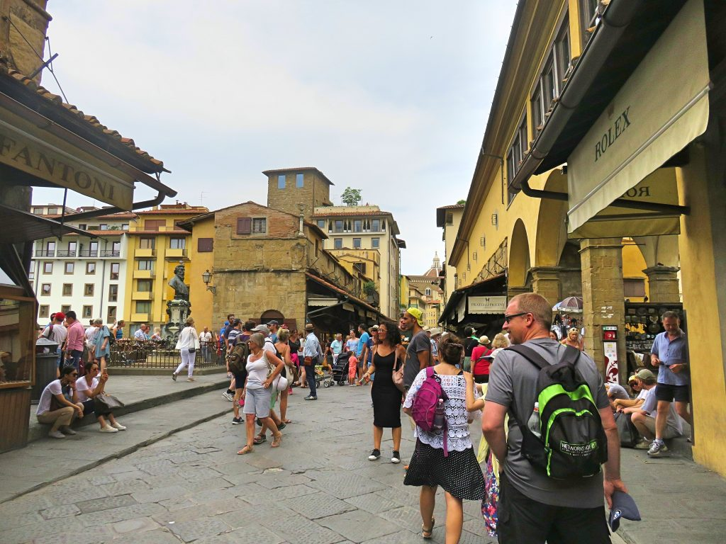 A picture of tourists walking near Ponte Veccio