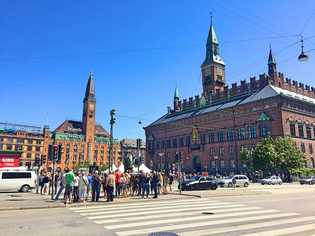 A picture of the city hall opposite the Copenhagen central station