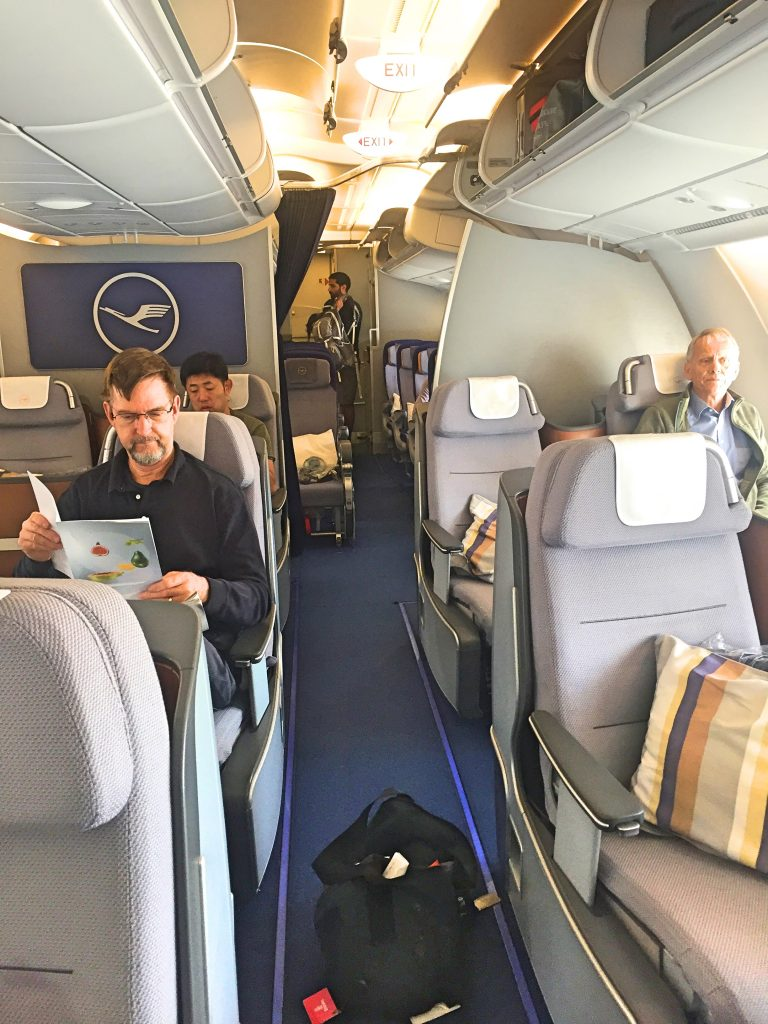 airline review lufthansa a380 business class to delhi readyfortakeoff. Black Bedroom Furniture Sets. Home Design Ideas