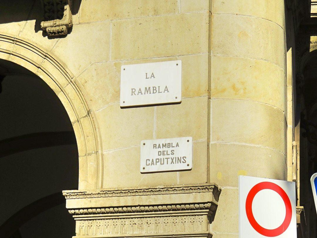 Sign on a building saying La Rambla
