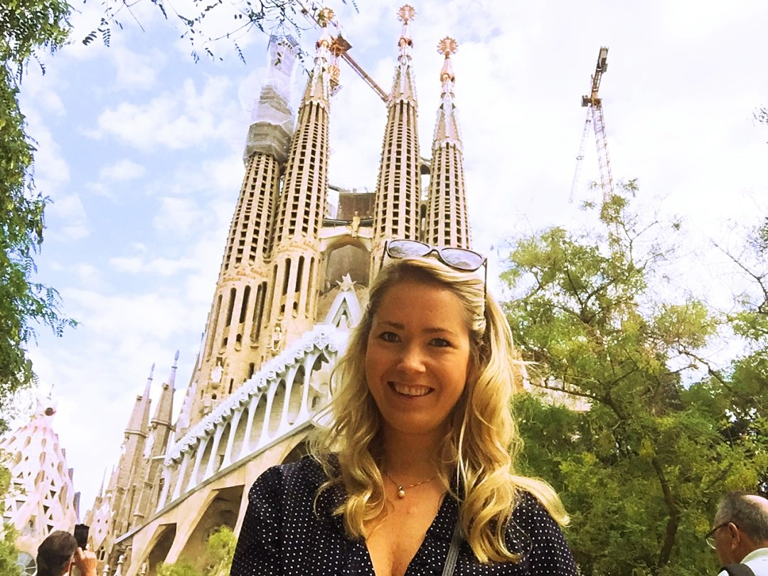 Another picture of me with La Sagrada Familia