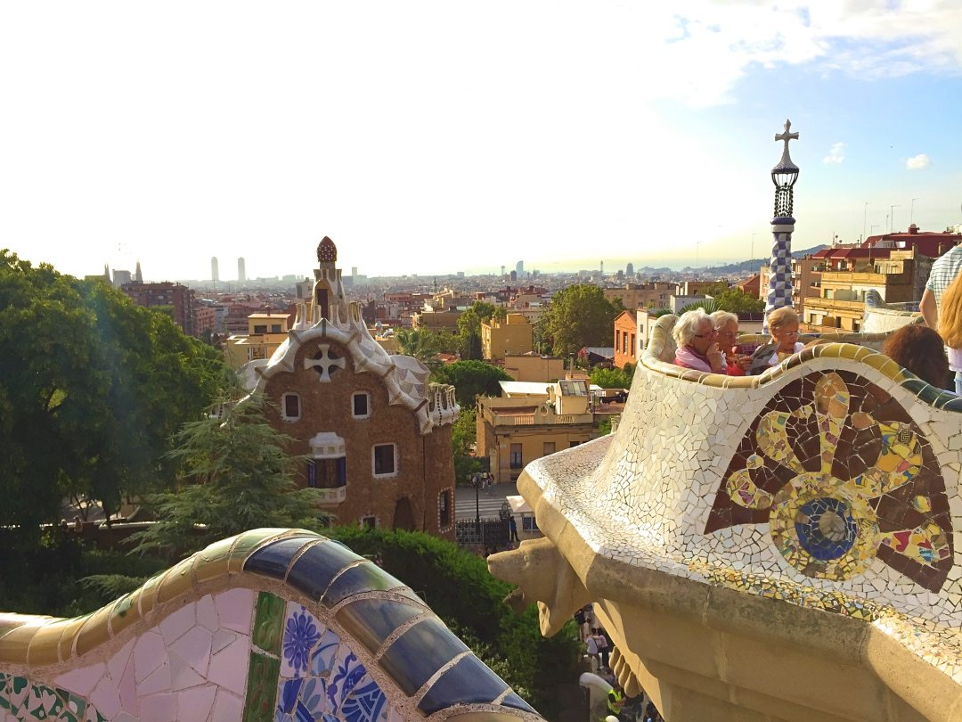 A picture of the view from the top of Park Guell