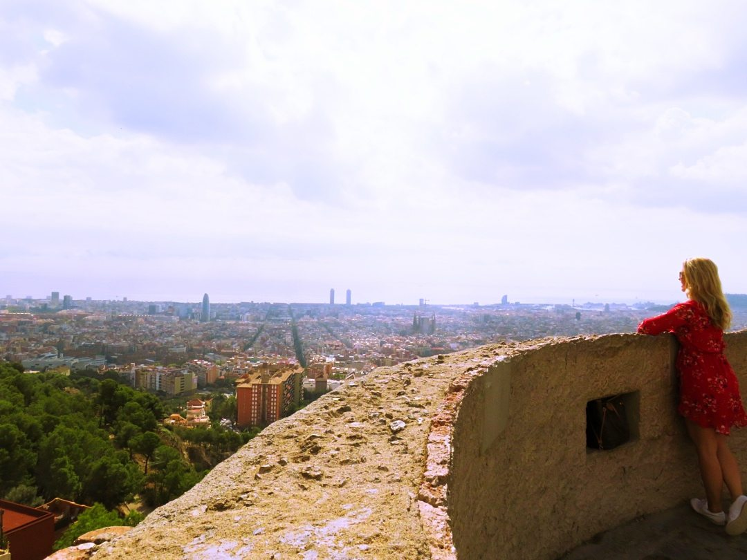 Me looking at the panoramic view of Barcelona from Bunkers el Carmel