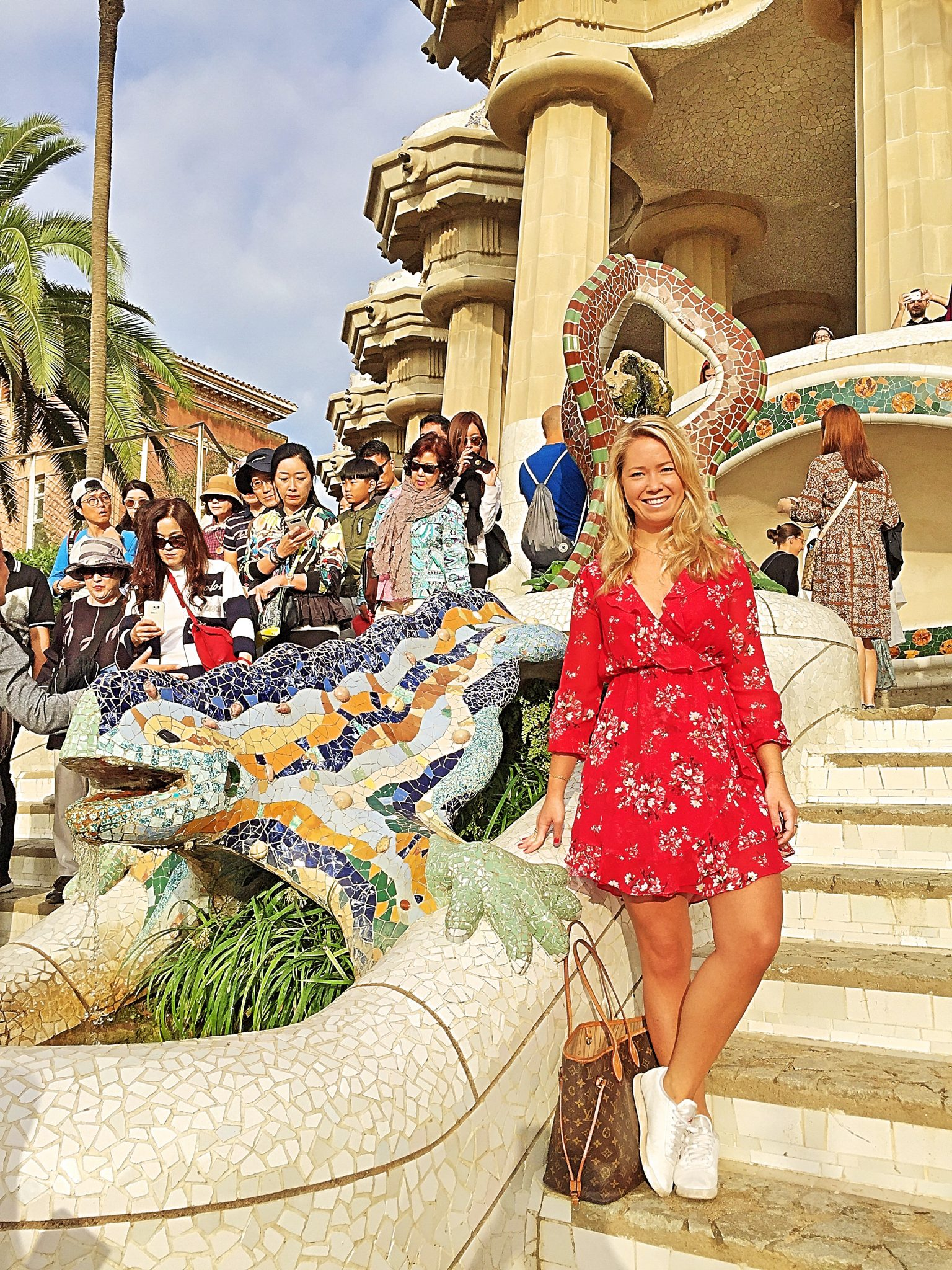 A picture of me on the steps of Park Guell i Barcelona