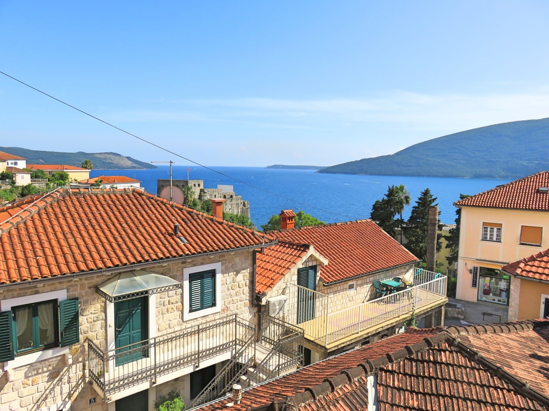apartments to rent in Montenegro