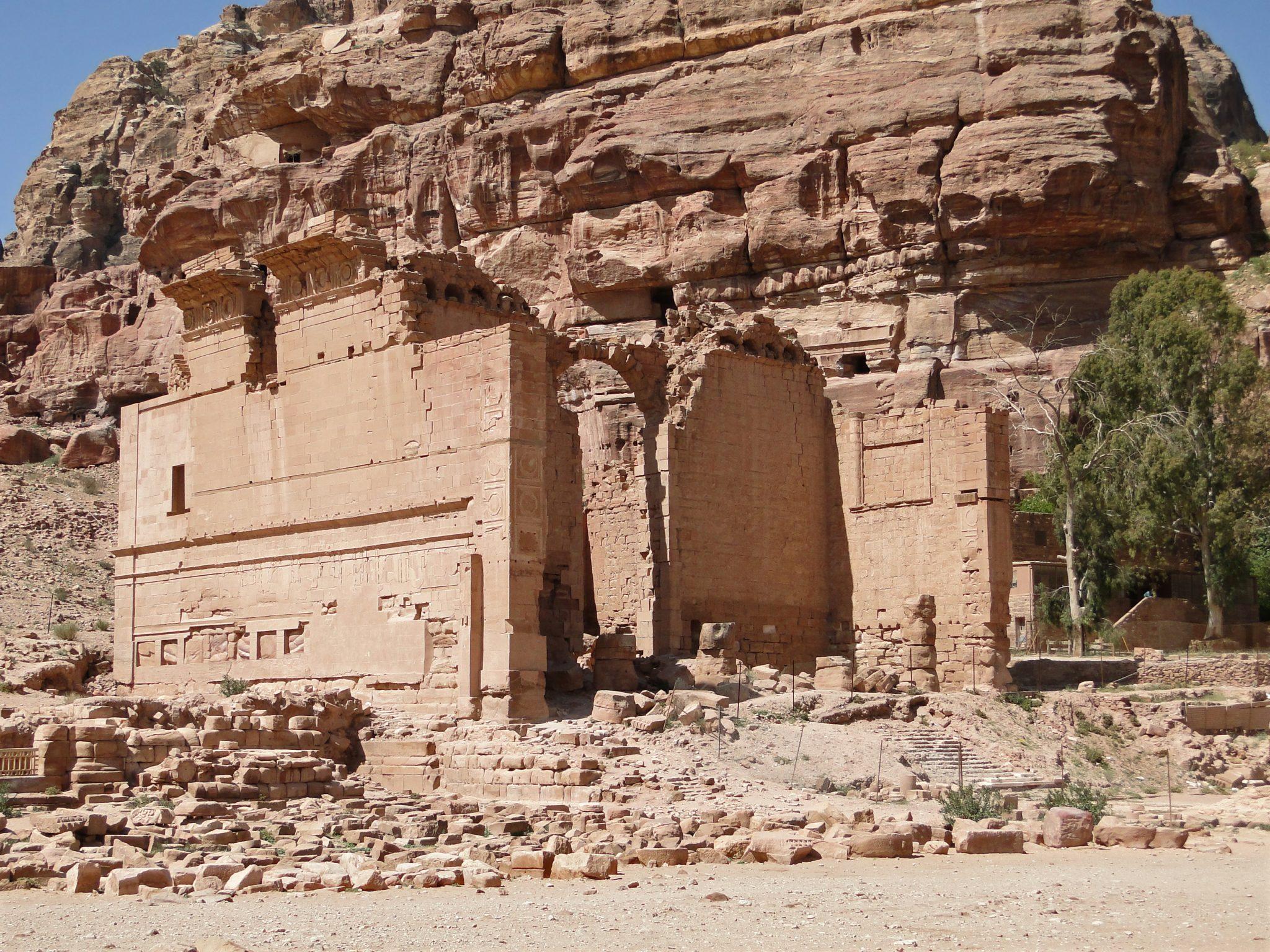 Qasr_al-Bint