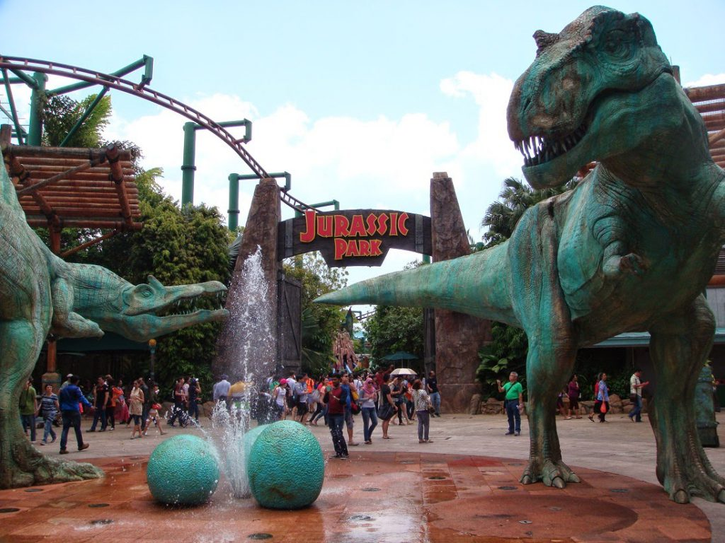 a picture to the entrance to jurassic park