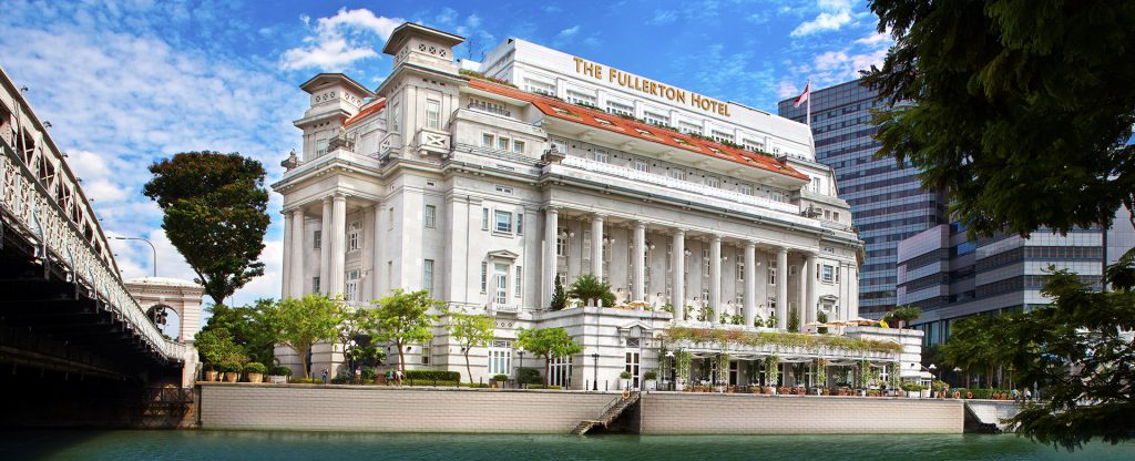 a picture of the Fullerton Hotel