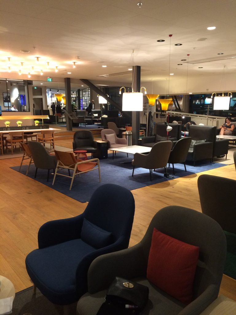 another picture of the lounge at the SAS lounge