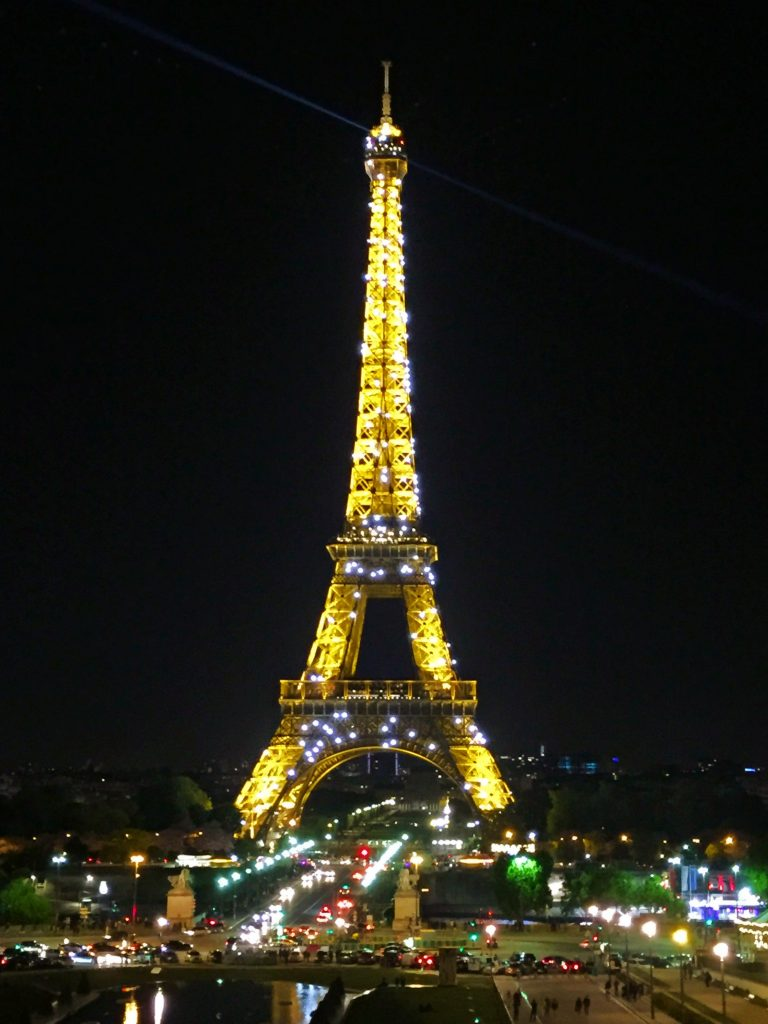 a picture f the Eiffel tower at night with the lights on
