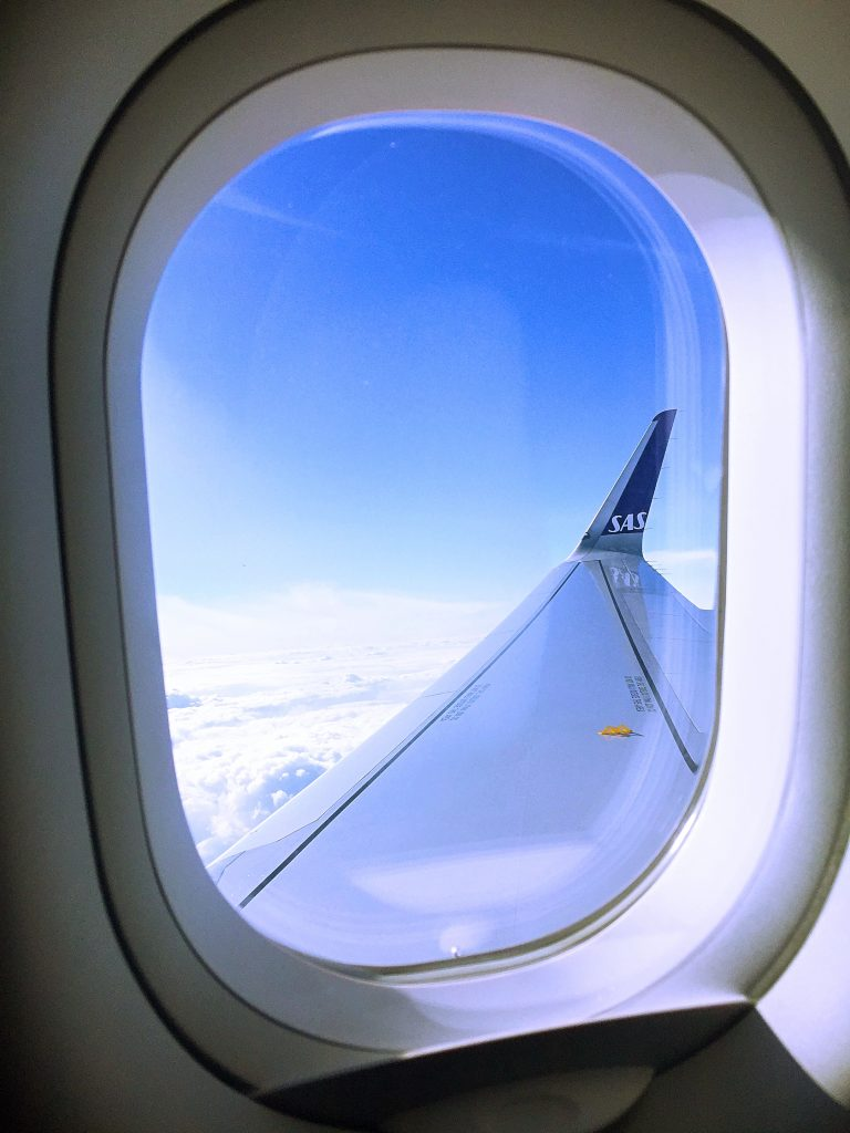 a picture of the wing of the airplane while cruising