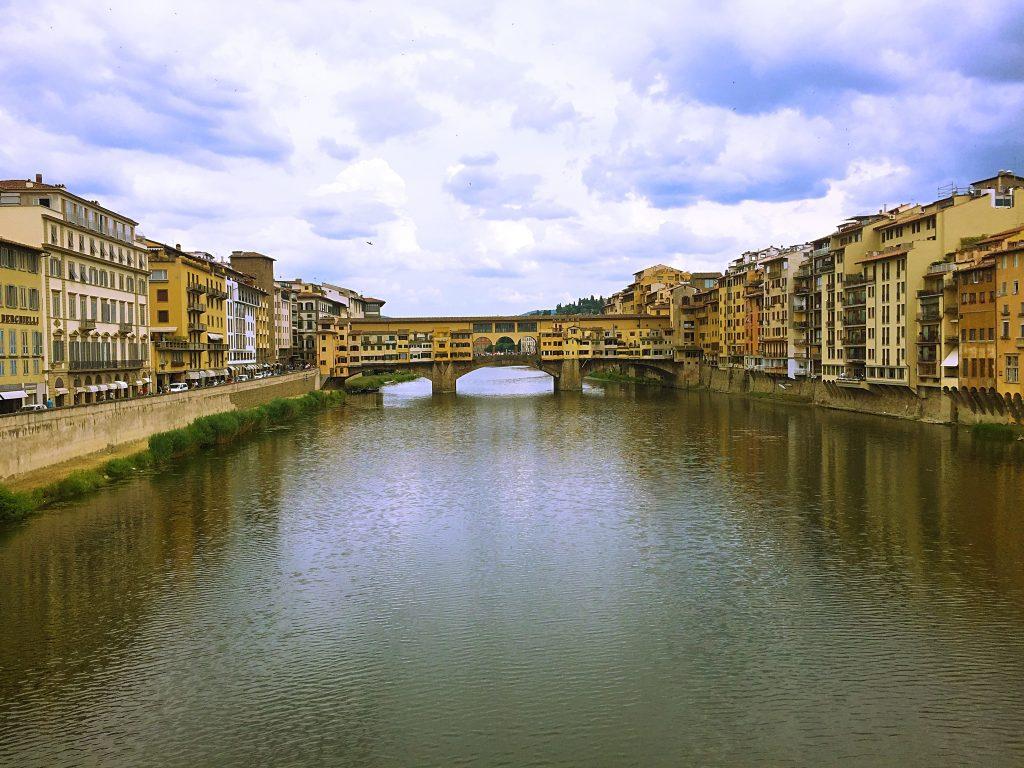 A full picture of Ponte Veccio over the river