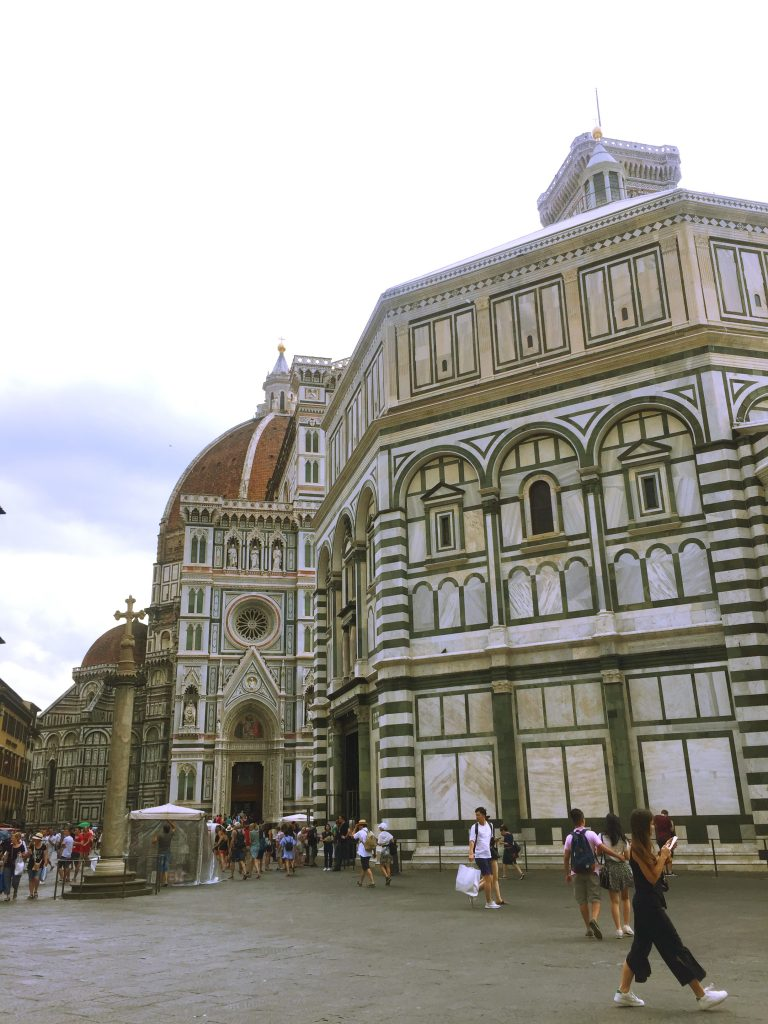 A picture of Cattedrale di S.Maria del Fiore from the back