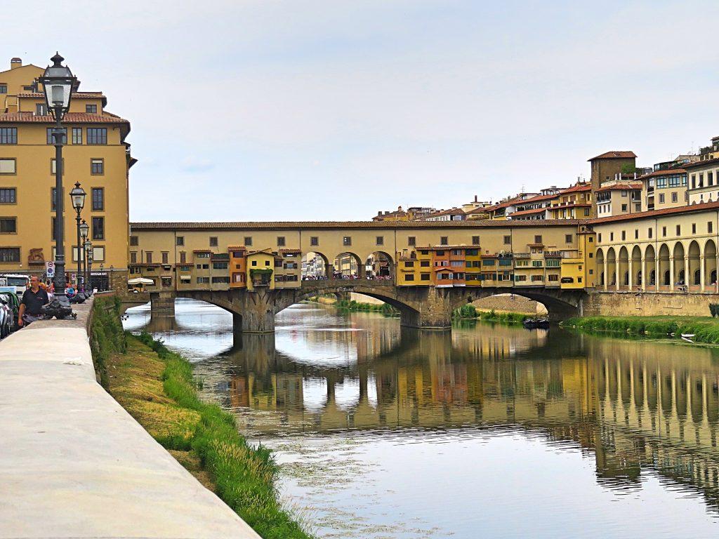A picture of Ponte Veccio on the river