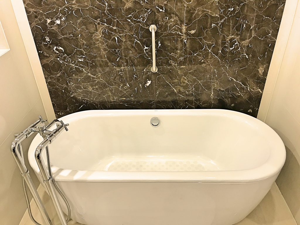 A picture of the bath tub in my bathroom