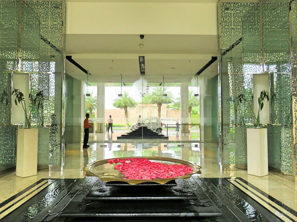 A picture of the lobby at the marriott courtyard