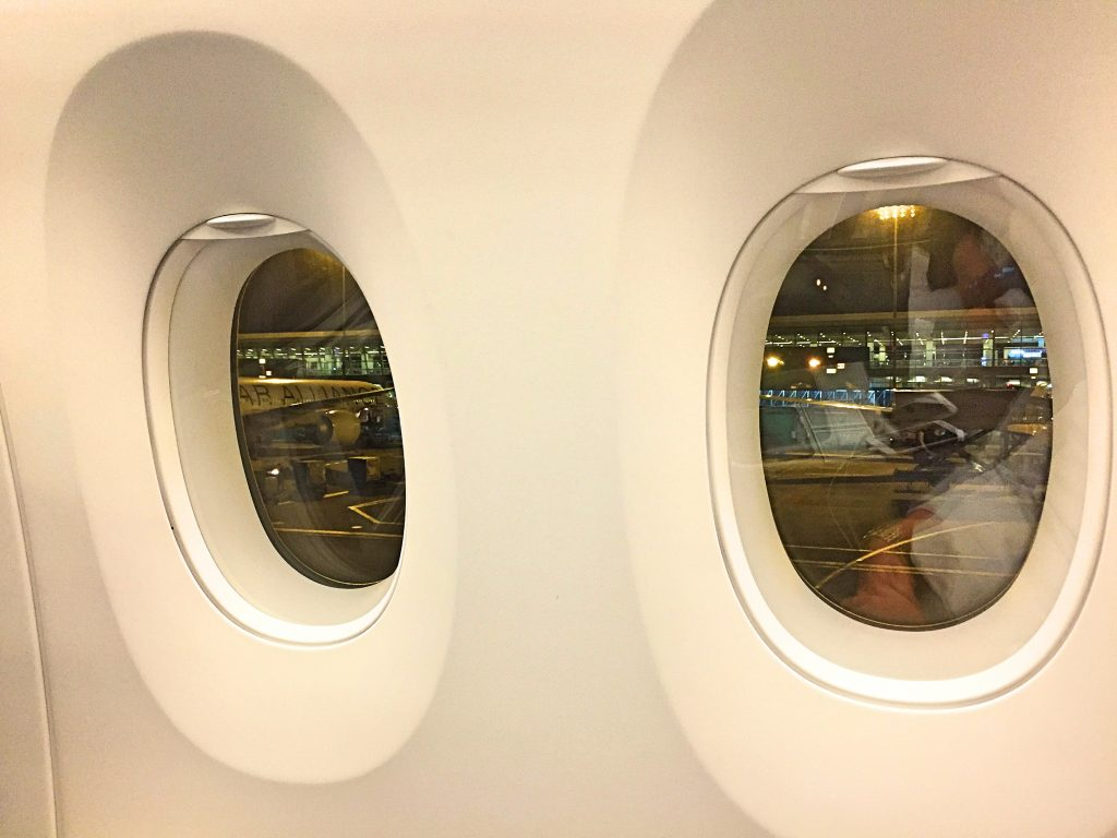 A picture of the big windows in the Airbus A350